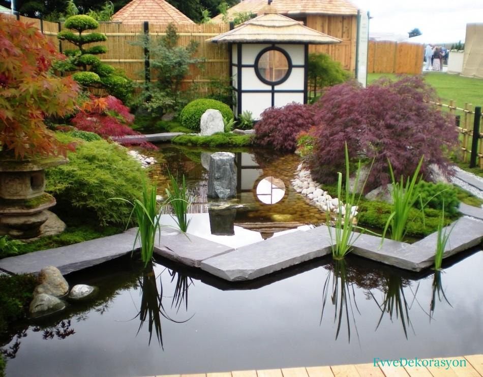 Bahçe dekoratif malzemeler.