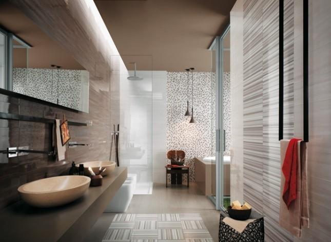 Beyaz ve gri renklerde banyo dekorasyonu