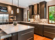 Gümüş renkli Amerikan mutfak