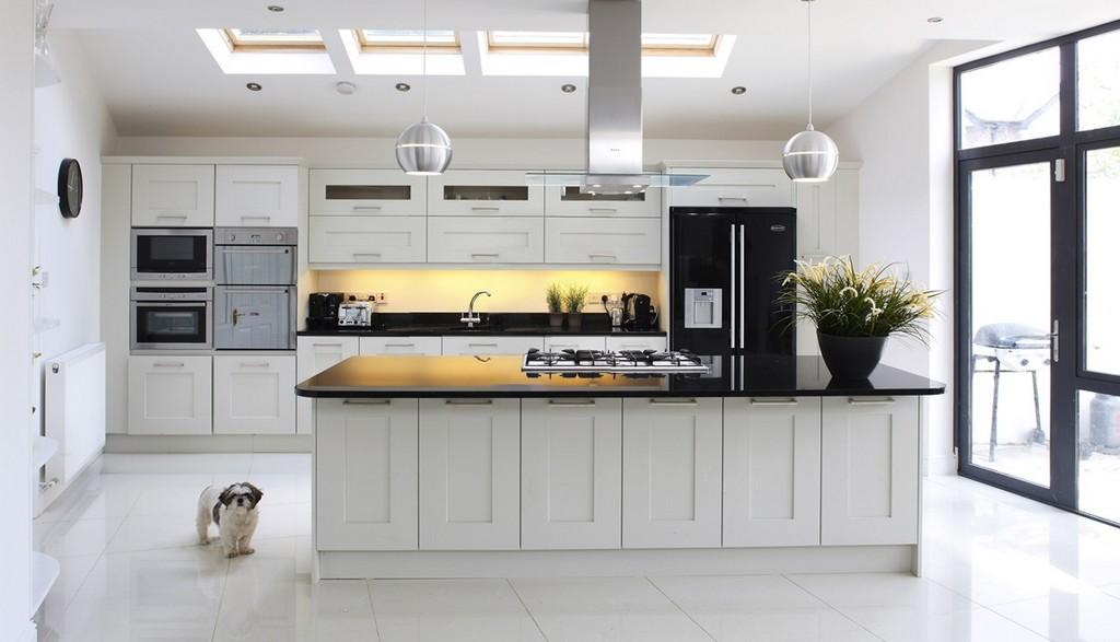 Sade Siyah Beyaz Mutfak Modelleri