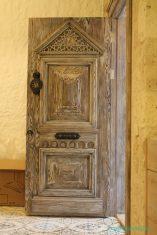Evlerde Antik El İşlemeli Kapılar