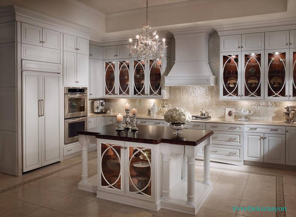 Beyaz Camlı Mutfak Dolap Tasarımı