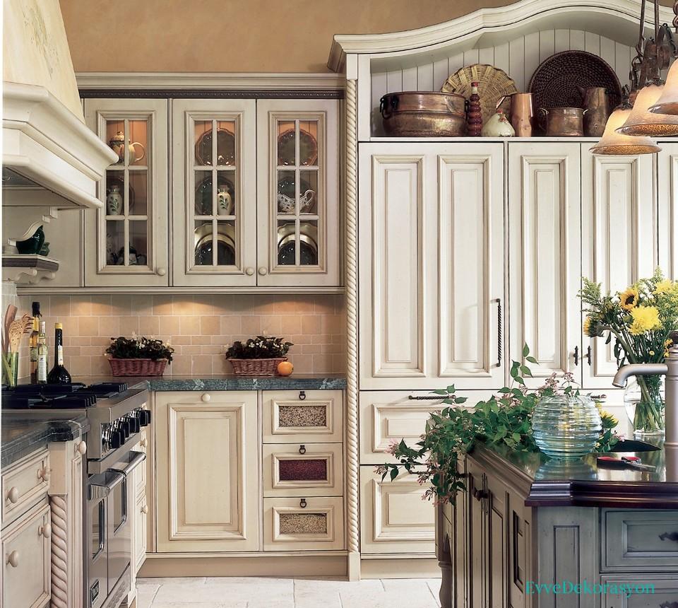 Eskitme Beyaz Mutfak Dolap Modelleri