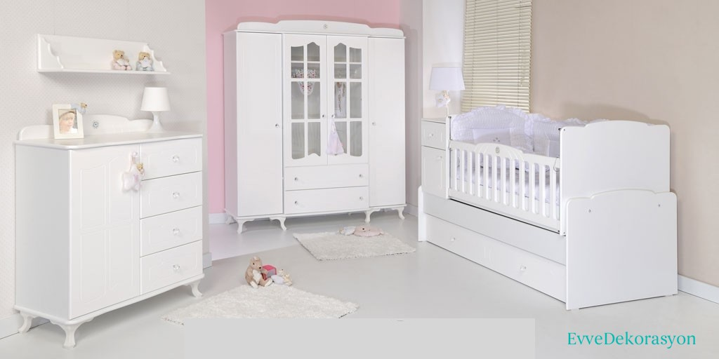 Beyaz Bebek Odası Dekorasyonu