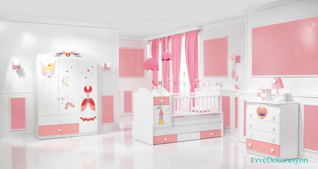 Pembe Ve Beyaz Bebek Odası Dekorasyonu