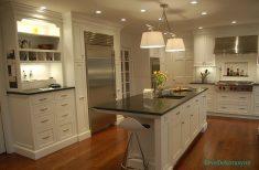 Metalik Renkler Ve Beyaz Mutfak Tasarımı
