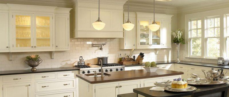 Beyaz Mutfak Dolapları İle Masum Güzellik