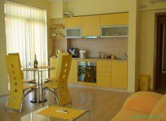 Mutfak Dolap Ve Duvarlarında Sarı Renk Kullanımı Ve Uyumu