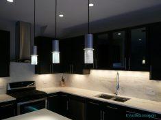 Siyah Beyaz Mutfaklarda Işıklandırma Fikirleri