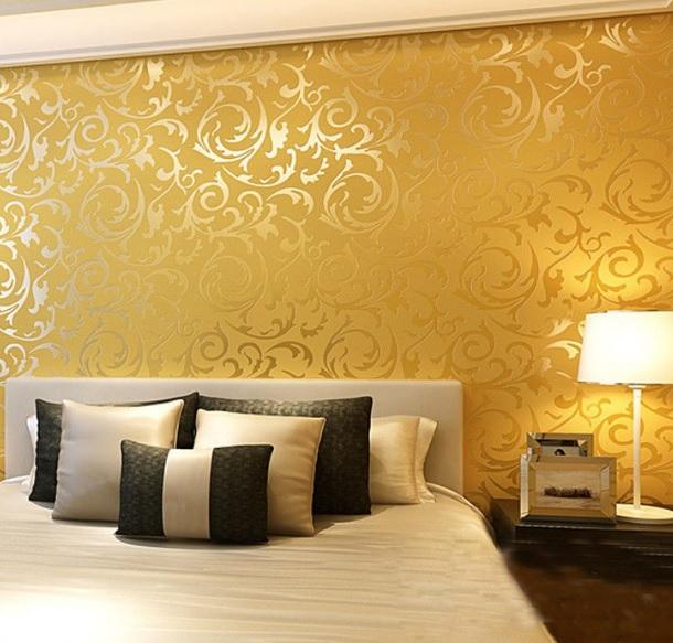 Altın renkli duvar kağıdı modeli