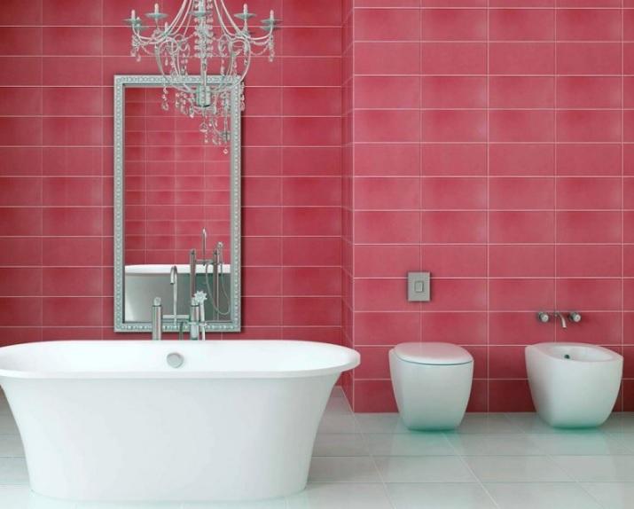 Banyoda pembe duvarlar