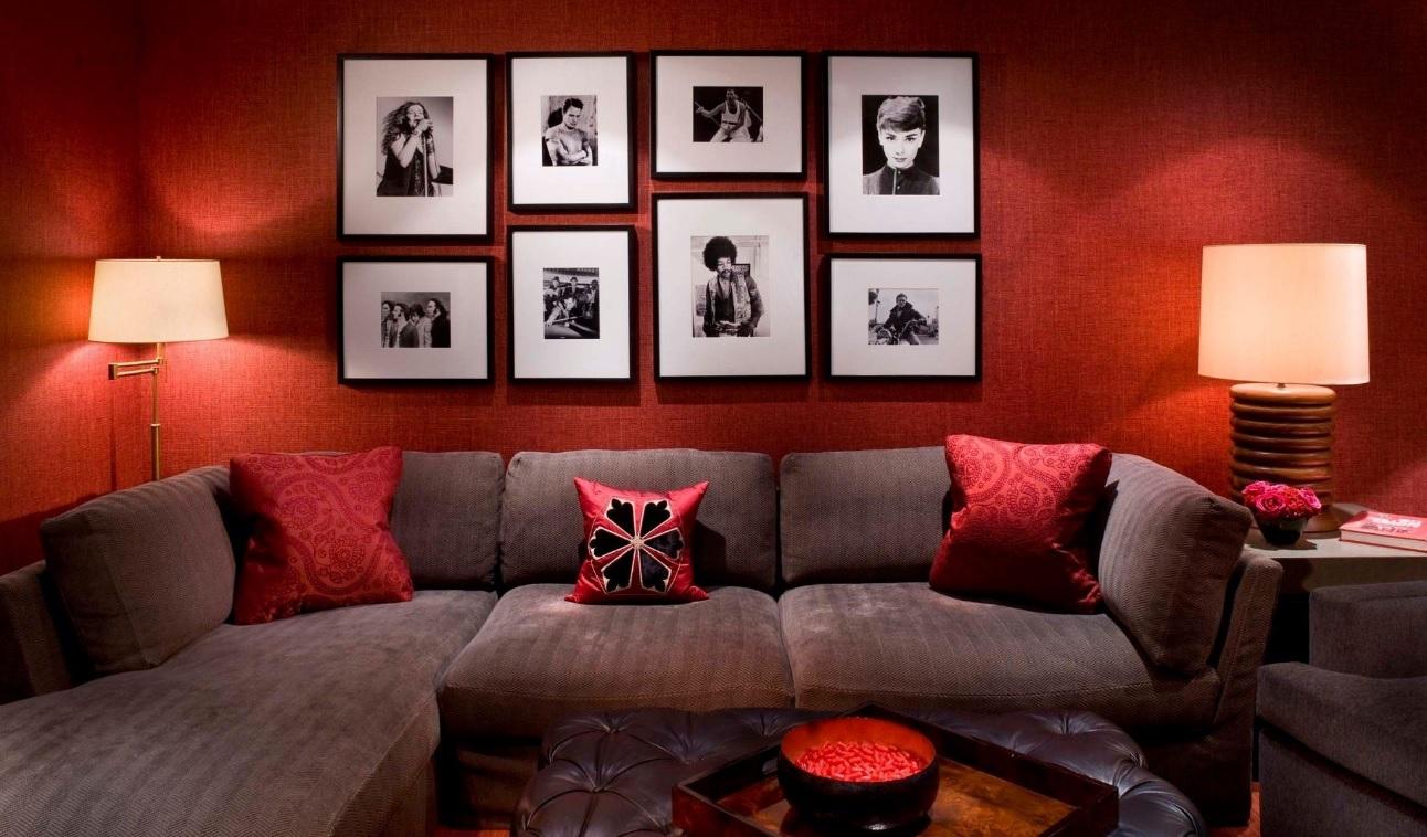 Kırmızı küçük salon dekorasyonu