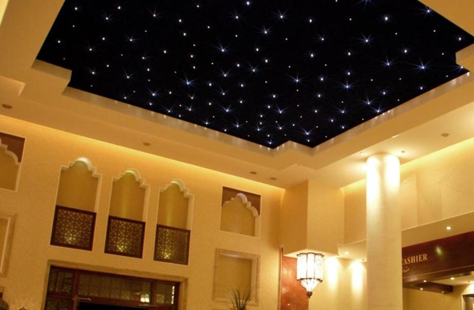 Siyah ışıklı asma tavan