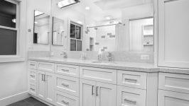 Beyaz Banyo Dolapları ile Modern Banyo Dekorasyonları Oluşturmak